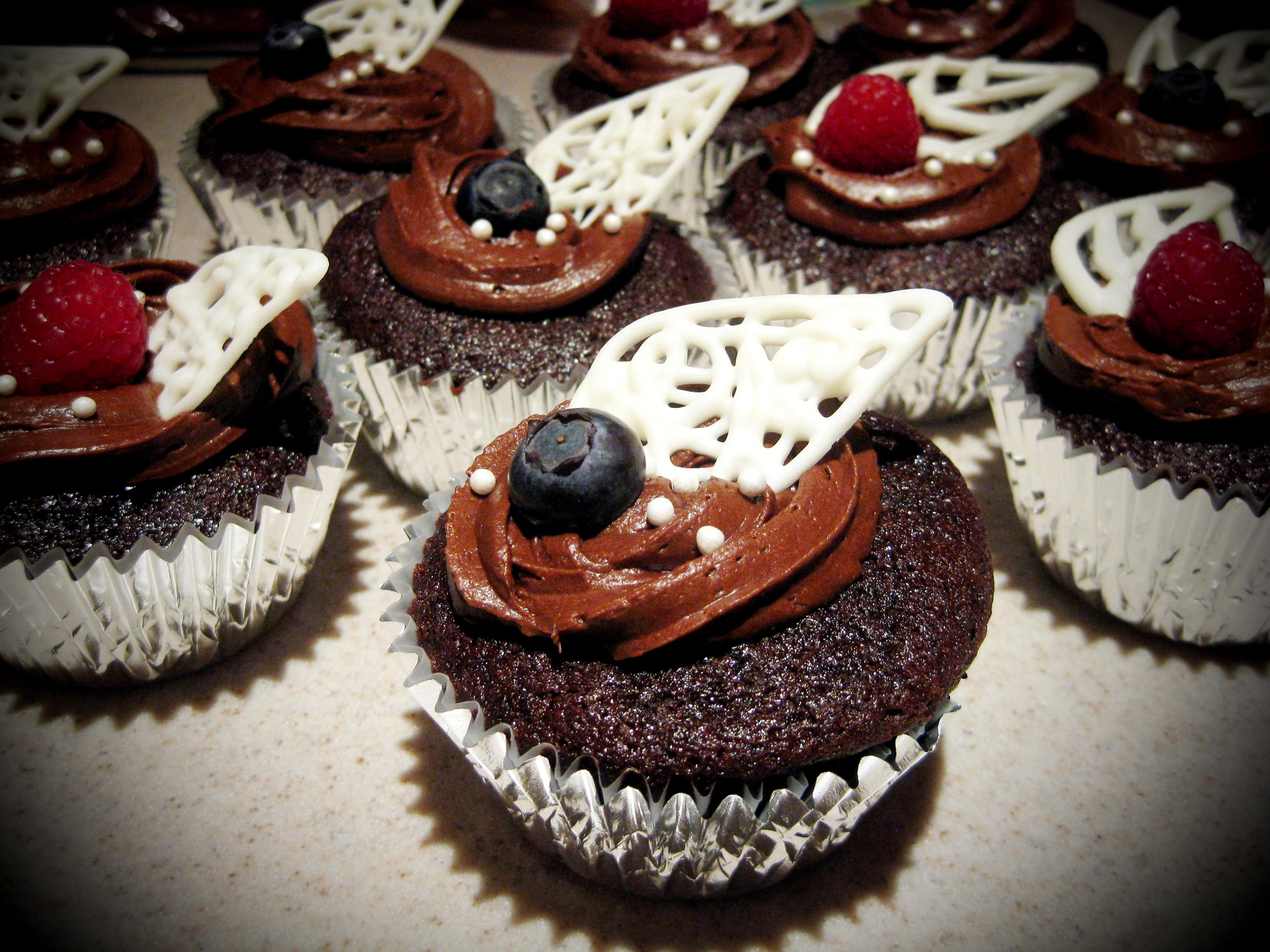 chocolate wedding cupcakes | namabakery